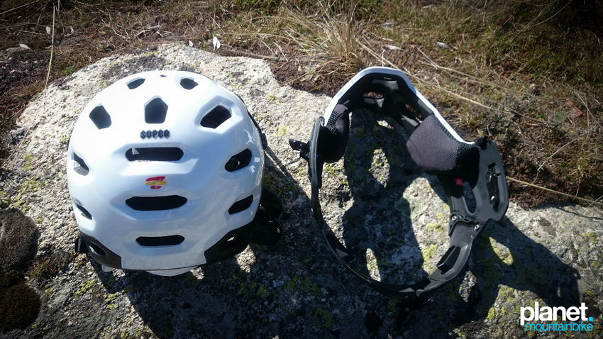 Review Bell Super 2R