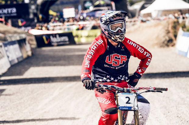 gwin world champ dh vallnord 2015