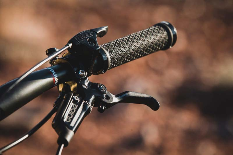 RockShox Deluxe Coil y Super Deluxe Coil Remote Oneloc