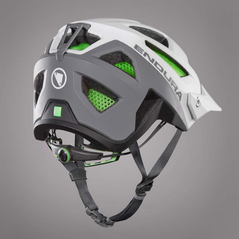 casco Endura MT500 trasera