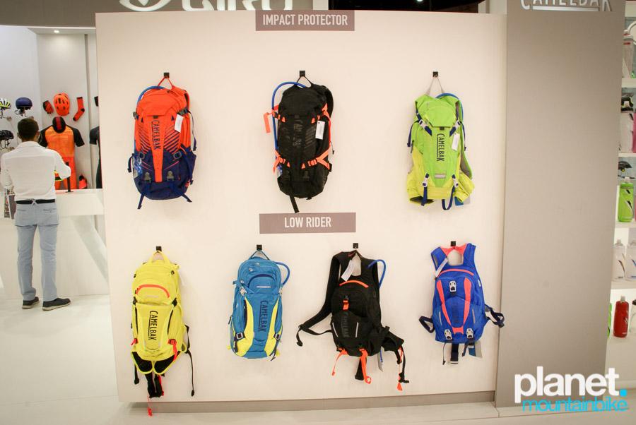 Además de la nueva bolsa, Camelbak también presentó las nuevas Kudo y sus nuevas mochilas Low Rider, que sitúan la bolsa de hidratación en la parte inferior de la mochila, consiguiendo bajar el centro de gravedad.
